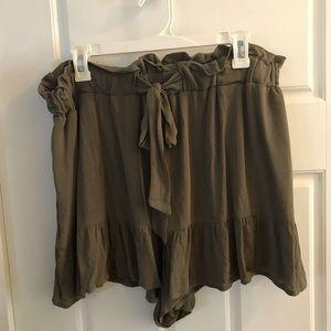 Ruffled waist and leg shorts NWOT
